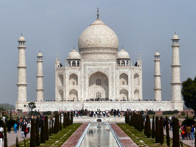 another-look-at-the-front-of-taj-mahal