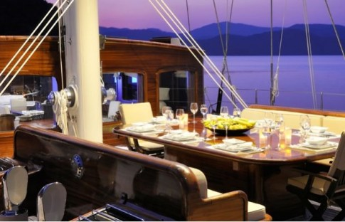 James-Bond-007-Regina-Yacht-14 1-M-5 – 2oceansvibe com