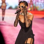rihanna-sang-one-of-her-hits-diamonds-in-the-sky