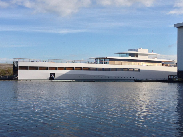 VENUS-Yacht-designed-by-Philippe-Starck-and-Steve-Jobs-built-at-Feadship-Photo-courtesy-of-OneMoreThing.nl-