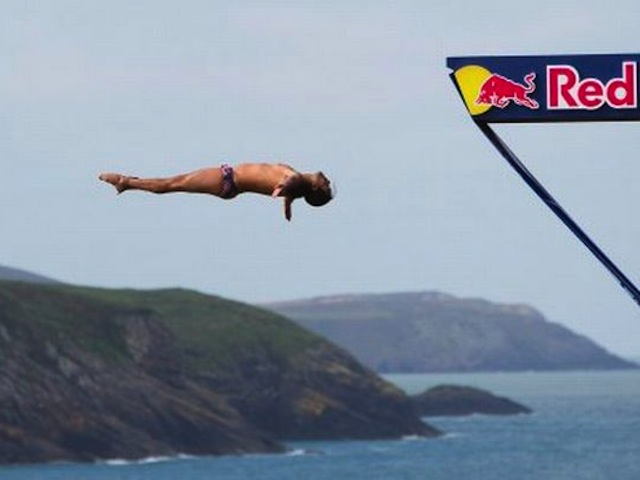 Radical Stop-Motion Film Of Red Bull Cliff-Diving Compo