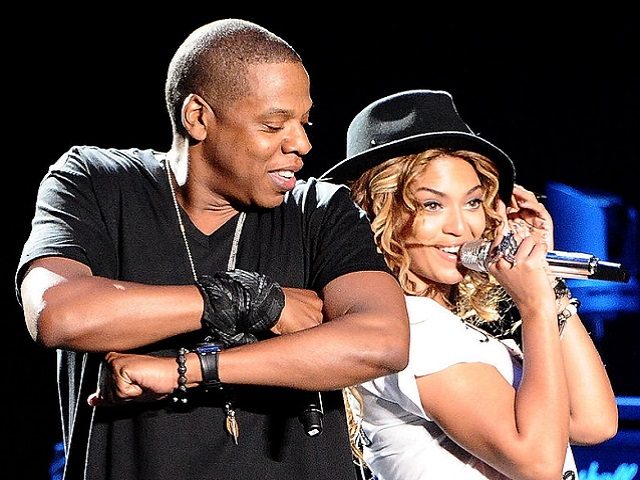 Beyoncé-Jay-Z-shared-back--back-smiles-while-performing