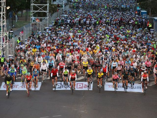 1394369295-cape-argus-pick-n-pay-momentum-cycle-tour-held-in-cape-town_4138263