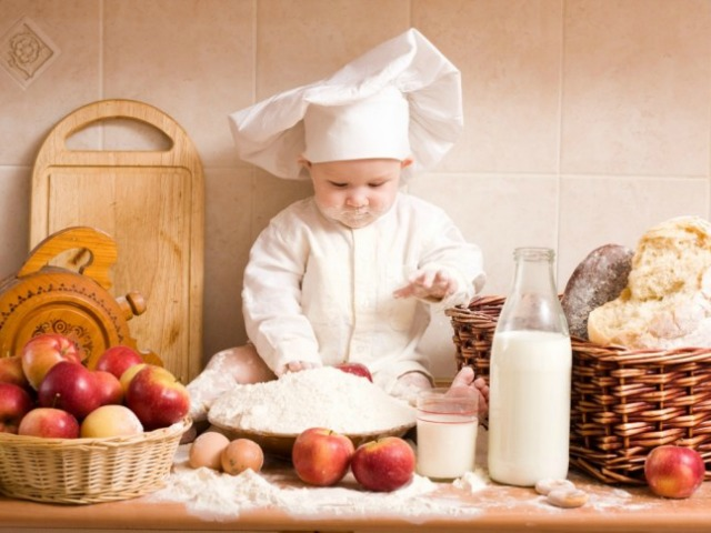 Baby-Chef-Playing-In-Kitchen-728x485