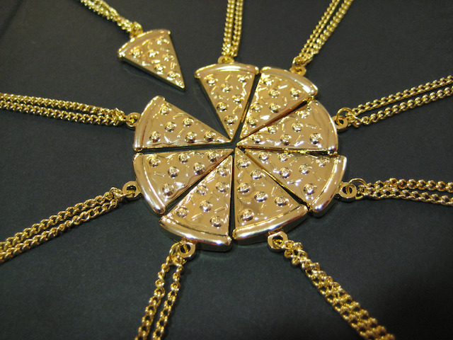 Gold-Pizza-Of-Necklaces-O-gold-32538455-1280-960