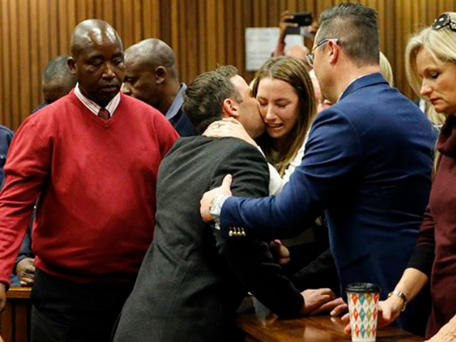 South African Paralympian athlete Oscar Pistorius (C) holds his sister Aimee Pistorius (3rd R) as he leaves the High Court in Pretoria, on July 6, 2016 after beeing sentenced to six years in jail for murdering his girlfriend Reeva Steenkamp three years ago. Paralympian Oscar Pistorius was sentenced to six years in jail on July 6 for murdering his girlfriend Reeva Steenkamp three years ago. Pistorius was freed from prison in the South African capital Pretoria last October after serving one year of a five-year term for culpable homicide -- the equivalent of manslaughter. / AFP PHOTO / POOL / MARCO LONGARI