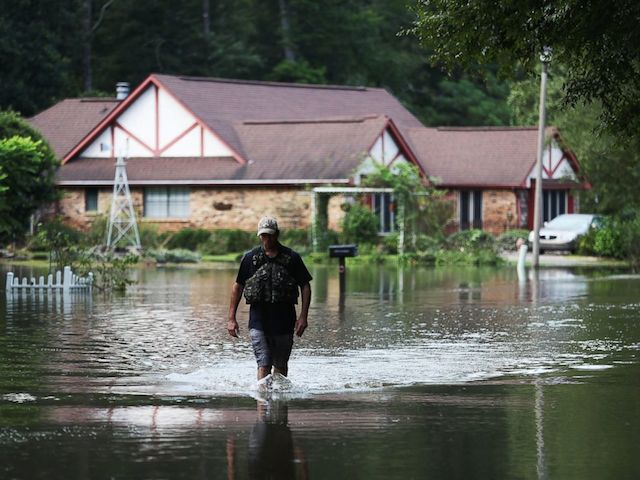 GTY_flood_photo_stack_03_as_160816_4x3_992