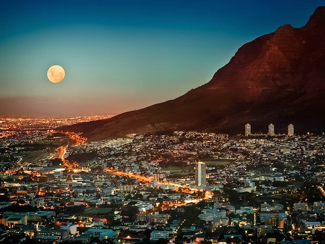 15 Dec 2005, Cape Town, South Africa --- Cape Town Under Full Moon --- Image by (C) Jon Hicks/Corbis