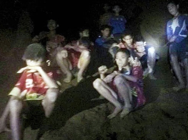 virtual tour of the caves where the thai boys are trapped [video]