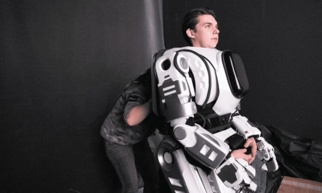 Please Stop It – 'High-Tech Robot' At Convention Was Actually Someone In Costume [Video]