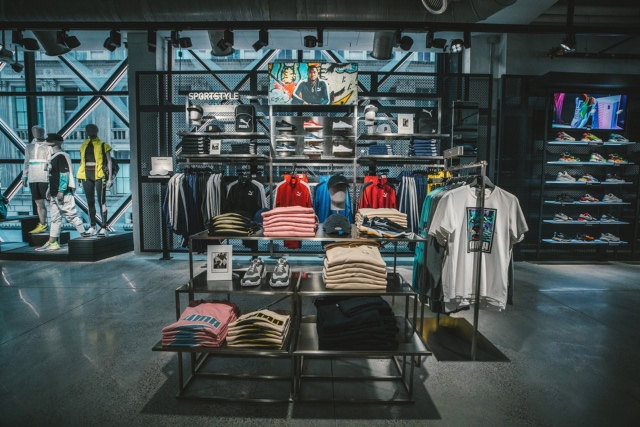 acheter populaire 6e67f 6ee8b Inside PUMA's Incredibly High-Tech New York Store [Video ...